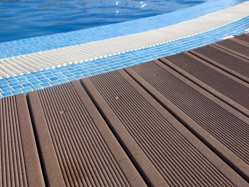terrassendielen für den swimming-pool